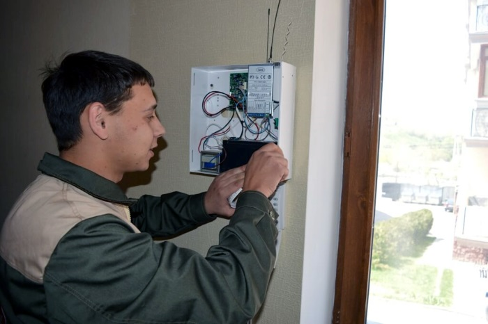 Монтаж сигнализации в квартире